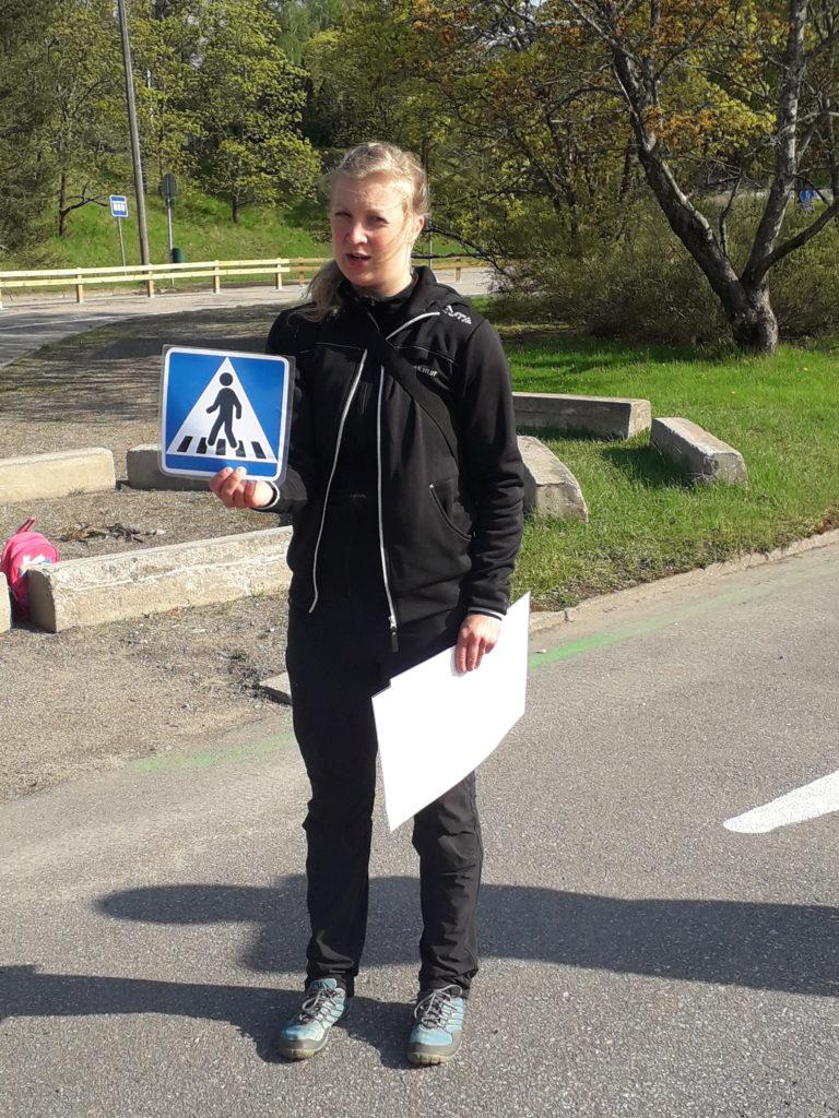 Liikennemerkki suojatiestä